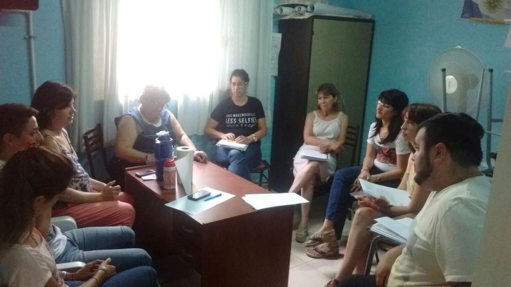 Reunión en Centro Comunitario por la Niñez