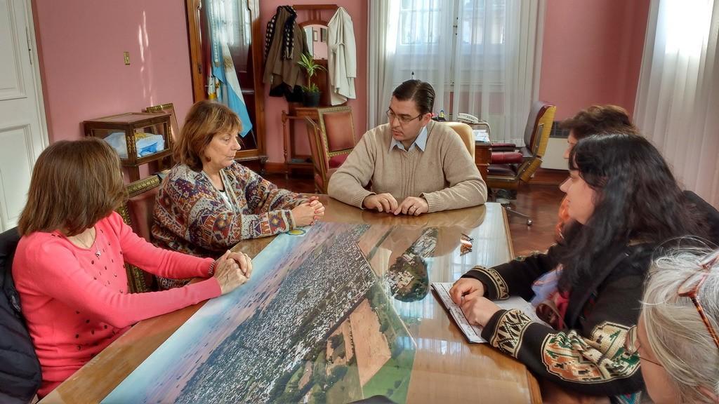 Sarasola recibió a la Presidente de APRECOD