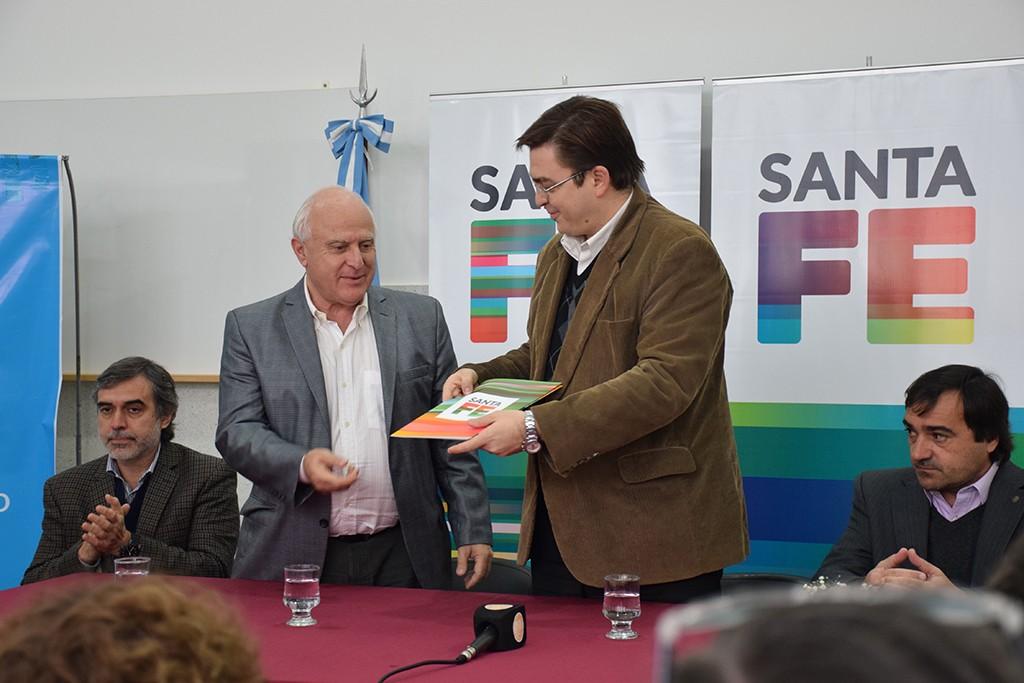 20160701-Lifschitz entregó Fondo Obras Menores a Sarasola