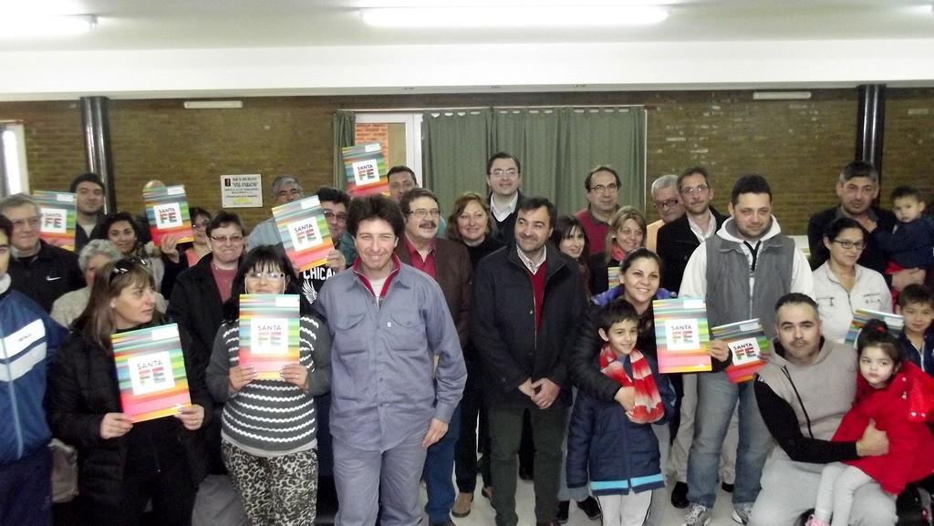 Sarasola y Leone entregaron 12 créditos para viviendas