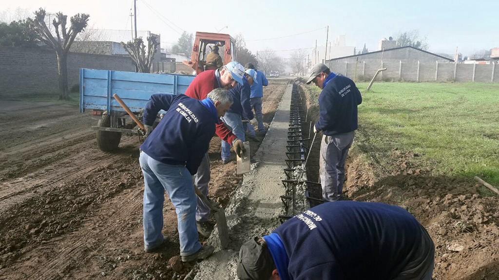 Comenzó la construcción de un nuevo cordón cuneta en barrio Timmerman 1
