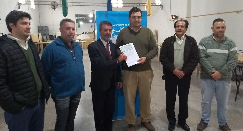 Carlos Torres entregó aportes de Obras Menores a Sarasola