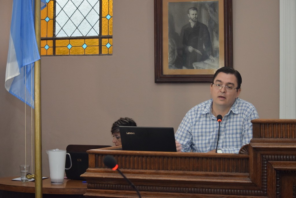 Sarasola en la apertura de sesiones del Concejo